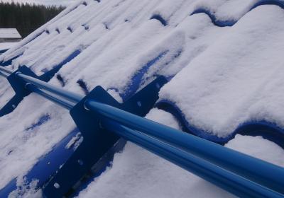 Установка снегозадержателй на крыше вашего дома. Москва и область